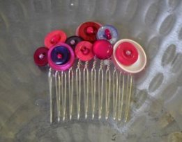 student's button haircomb